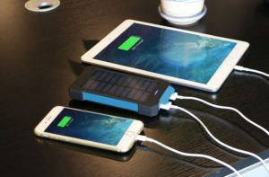 10000mah-New-Rubber-Solar-Phone-Charger-Waterproof (4)